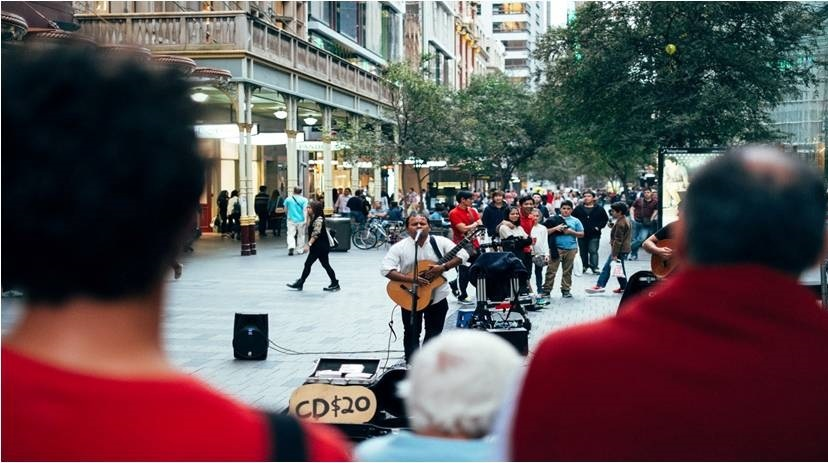 https://unsplash.com/search/street-performance?photo=wDniQEtGp-I