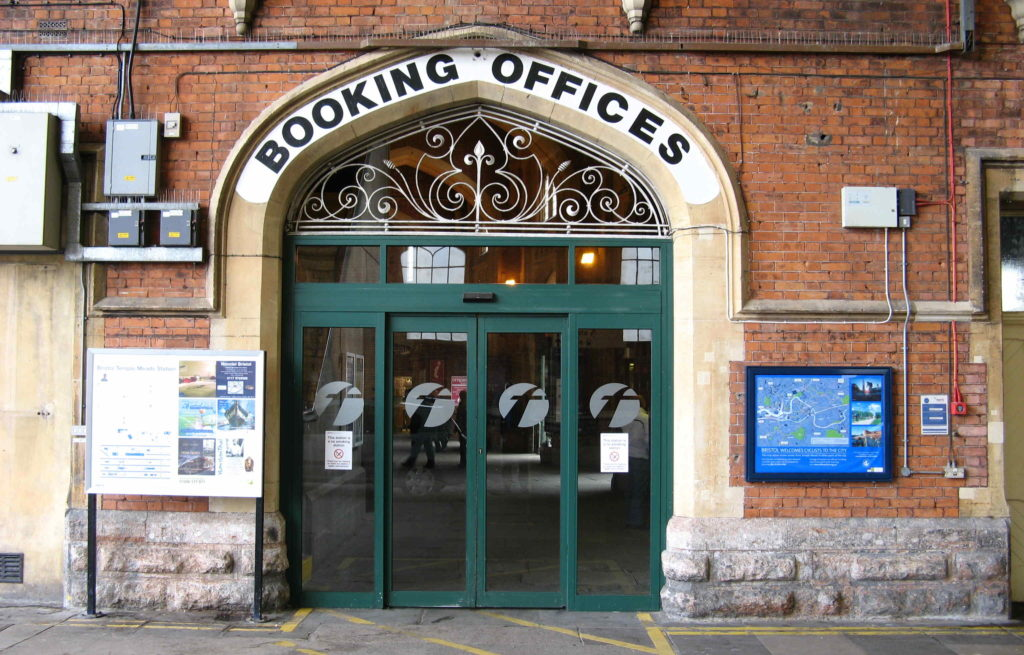 https://upload.wikimedia.org/wikipedia/commons/7/7d/Bristol_TM%2C_Booking_Offices_entrance_from_Brunel%27s_station.jpg