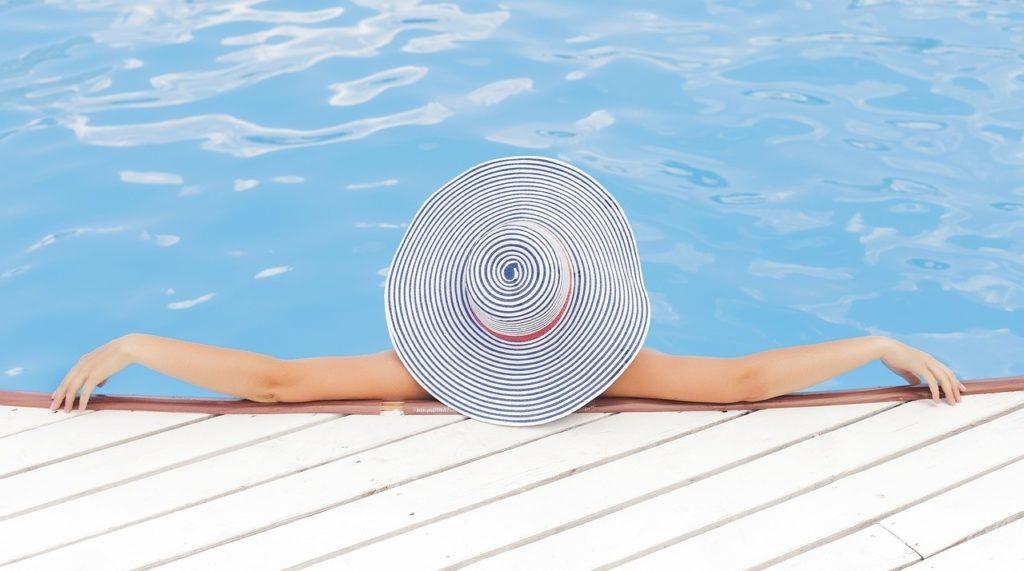 https://pixabay.com/en/pool-swimming-swimming-pool-690034/
