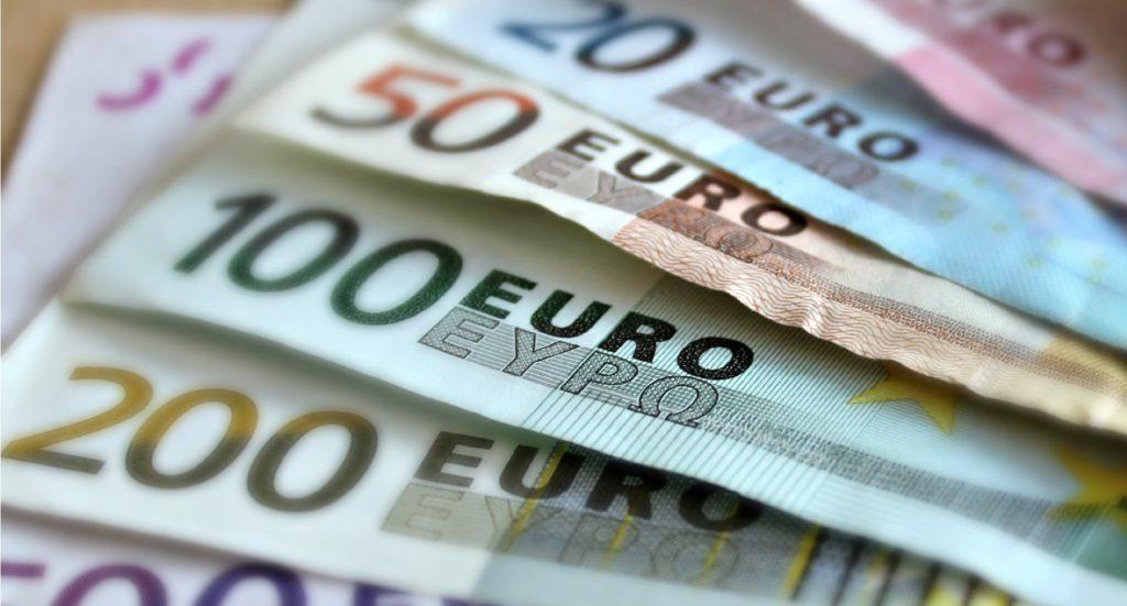https://static.pexels.com/photos/63635/bank-note-euro-bills-paper-money-63635.jpeg