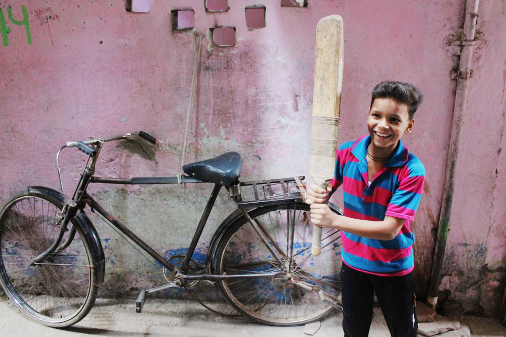 Cricket in full swing at Sanjay Colony slums of Delhi-RTT