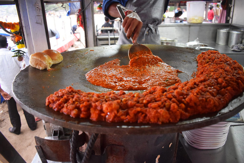 Guests being treated with mouthwatering pav bhaji during a food tour - RTT